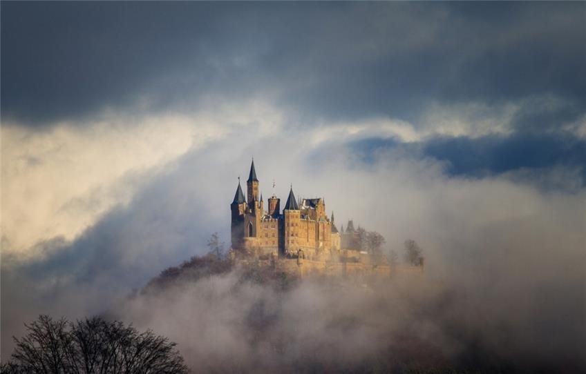 Wahrzeichen Des Landkreises Hullt Sich Geheimnisvoll In Nebel