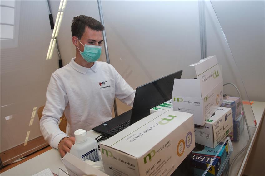 Lange Wartezeiten Beim Corona Test In Balingen Erster Ansprechpartner Ist Der Hausarzt